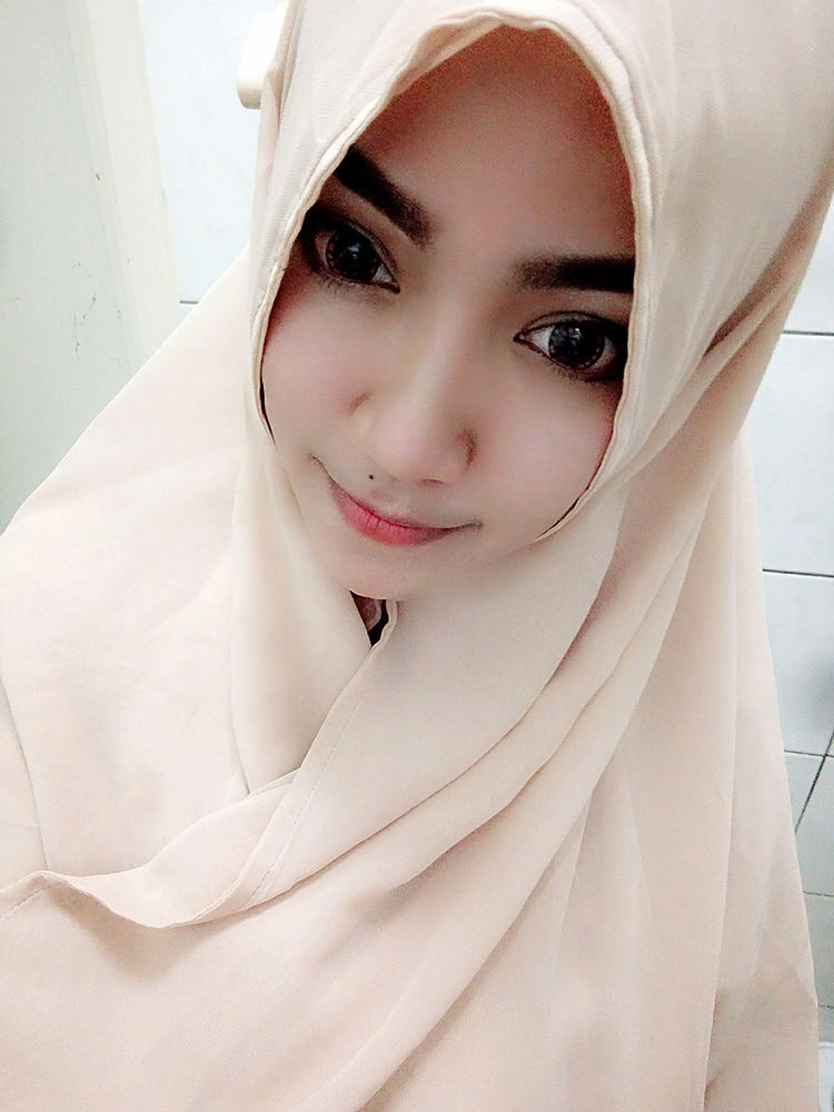 indon hijab girl naked